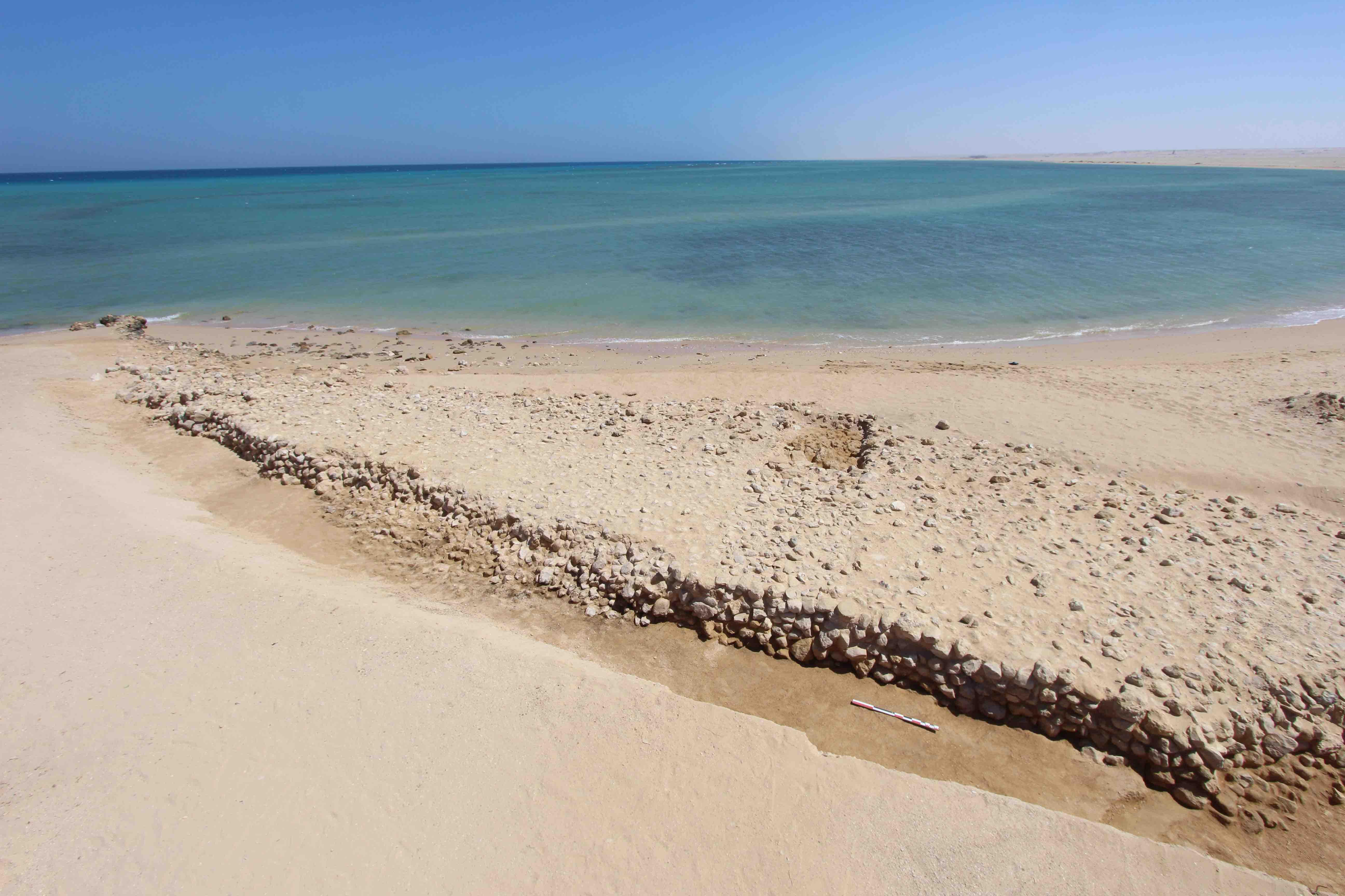 Fig. 4. Partie terrestre de la jetée ouadi el-Jarf (photo cerf volant Damien Laisney)