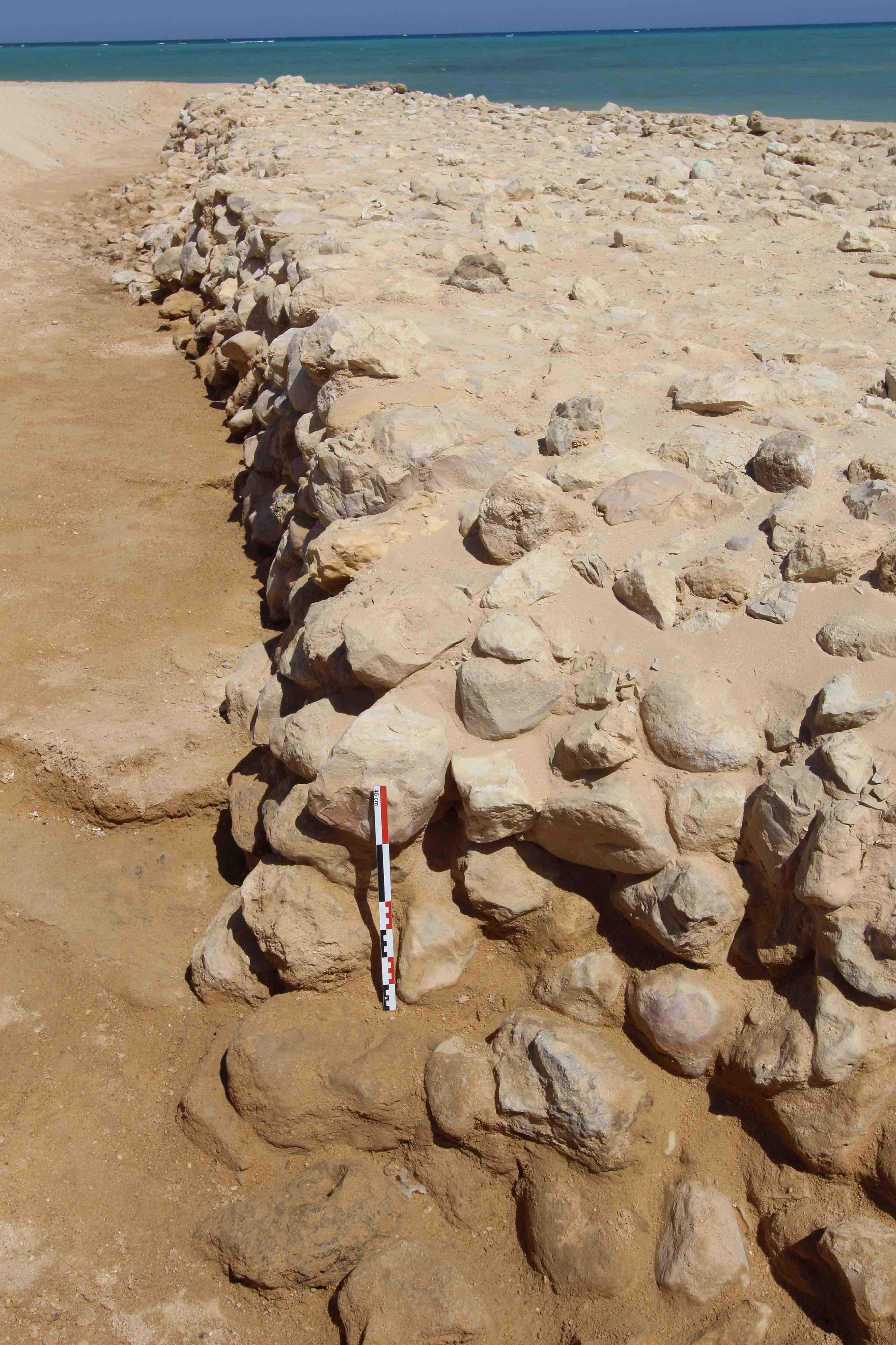 Fig. 5. détail de la construction de la jetée (photo mission ouadi Jarf)